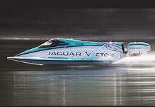 Met een snelheid van 142,60 km/u mag de Jaguar Vector V20E zich de snelste e-boot ter wereld noemen. Voor de elektrokracht zorgt Williams Advanced Engineering, tevens partner van het Britse team in de Formule E.