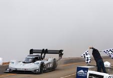 De door Roman Dumas bestuurde Volkswagen ID R Pikes Peak stormde in 7.57,148 naar boven. Sneller dan Sébastien Loeb met de Peugeot 208 T16 en dus goed voor een nieuw record.