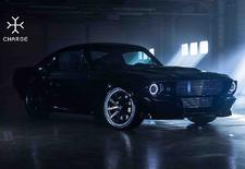 Een klassieke Ford Mustang hoort een dikke V8 te combineren met achterwielaandrijving. Deze creatie van Charge Cars denkt daar anders over.