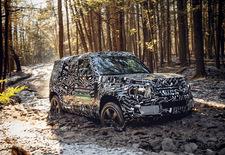 Dit jaar krijgt de Land Rover zijn langverwachte opvolger. In afwachting houdt de Britse terreinspecialist ons zoek met beeldmateriaal van het gecamoufleerde ontwikkelingsprototype.