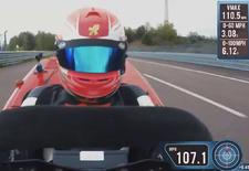 De Honda Mean Power V2 heeft slechts 6,285 seconden nodig om van 0 naar 160 km/u te sprinten. En dat volstaat voor het Guinness World Record als 's Wereld Snelste Grasmaaier. Bekijk de video!