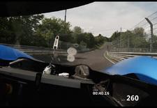 We wisten dat de ID.R het Ringrecord voor elektrische voertuigen aan gort gereden had, nu hebben we ook de bijbehorende beelden waarin je Romain Dumas over de Nordschleife van de Nürburgring ziet razen. Bekijk de video!