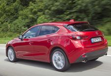 Nieuwe Mazda 3 rijdt van Hiroshima naar Frankfurt