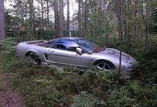 INSOLITE – Une Honda NSX abandonnée dans une forêt russe