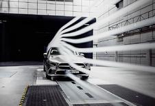 Mercedes A-Klasse Sedan glijdt door de wind
