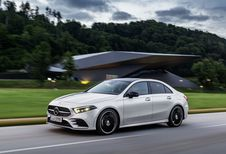 Mercedes -A-Klasse Sedan klieft door de lucht