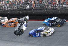 NASCAR-racer rage quit virtuele race, verliest echte sponsor