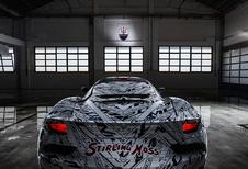 Maserati draagt prototype MC20 op aan Stirling Moss