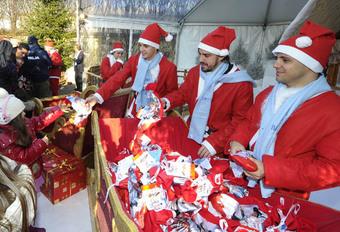 DAT KOMT ERVAN: Alonso speelt kerstman #1