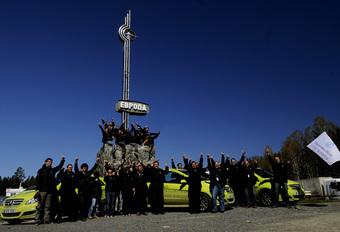 BIJNA THUIS: Mercedes F-Cell World Drive #1