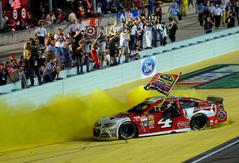 Kevin Harvick kampioen na waanzinnige NASCAR-finale #1