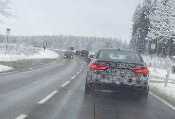 La BMW 740e suivie par un lecteur #1