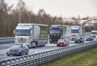 Mercedes: konvooi zelfrijdende vrachtwagens #1