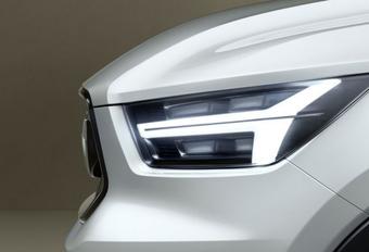 Volvo plaagt met 'stukjes' nieuwe V40 #1