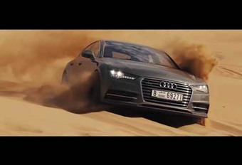 Audi A7: driftend in de woestijn van Dubai #1