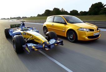 Renault Mégane F1 Team R26 #1