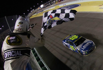 Jimmie Johnson profiteert van kettingbotsing en pakt zevende NASCAR-titel - Video #1
