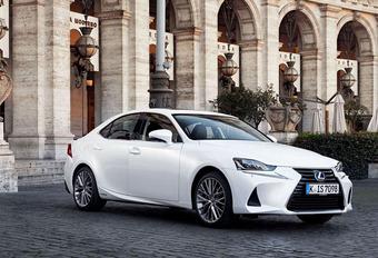 Lexus IS 300h subtiel vernieuwd #1