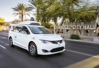 Google laat 600 zelfstandige auto's los in Phoenix #1