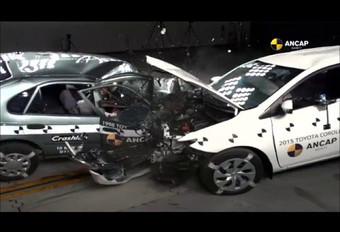 Crashtest met 2 generaties Toyota Corolla #1