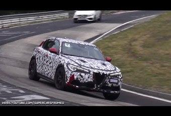 Alfa Romeo Stelvio Quadrifoglio Verde knalt over de Nürburgring #1