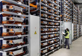 BMW investeert in batterijen en recycleert #1