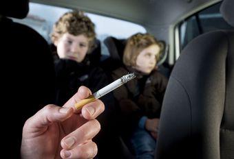 Vlaanderen: zware straffen voor wie rookt in de auto in het bijzijn van kinderen #1