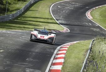 Porsche rijdt ronderecord Nordschleife aan flarden