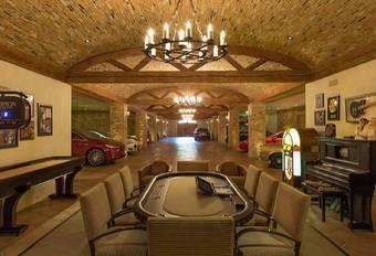 Un palais garni de 22 voitures de collection #1