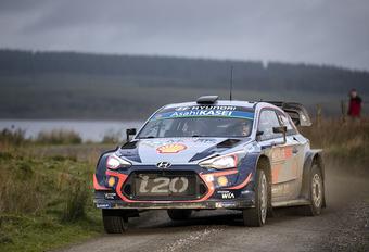 Thierry Neuville voorlopig tweede in rally Wales #1