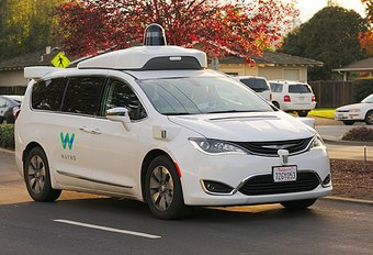 Zelfrijdende taxi's officieel gelanceerd door Waymo #1