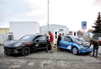 Porsche et BMW dévoilent un chargeur rapide de 450 kW... et le Taycan Cross Turismo #1