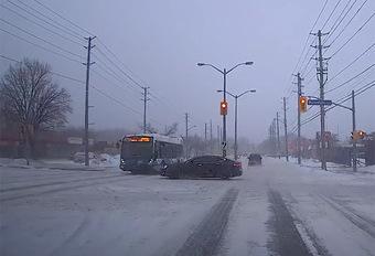 Crash Bus & Tesla: Bus 1 – Tesla 0 #1
