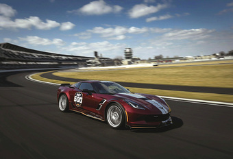 Deze bordeauxrode Corvette is pace car voor Alonso in Indy 500 #1