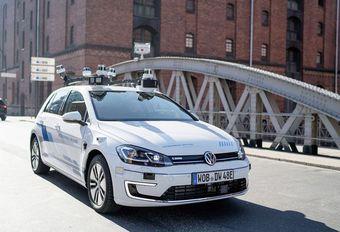Une Volkswagen Golf autonome à Hambourg #1