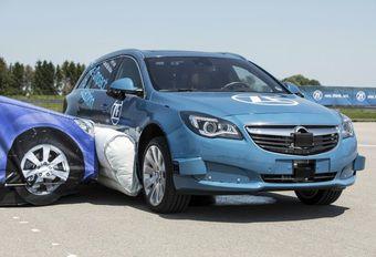 Laterale airbag aan de buitenkant getest door ZF #1