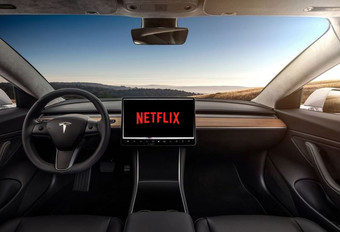 Netflix et YouTube à bord des Tesla #1