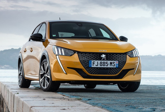 La Peugeot 208 élue Voiture de l'Année 2020 #1