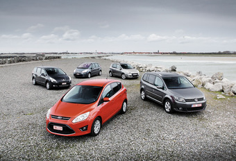 Citroën C4 Picasso 1.6 HDi 110, Ford C-Max 1.6 TDCi 115, Peugeot 5008 1.6 HDi 110, Renault Scénic 1.5 dCi 110 & Volkswagen Touran 1.6 TDI 105 : Gezocht: Polyvalente ruimte #1