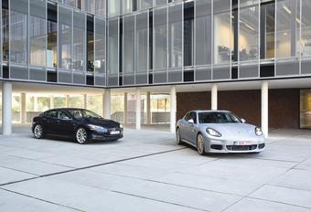 Porsche Panamera S E-Hybrid vs Tesla Model S P85 : Groen geweld #1