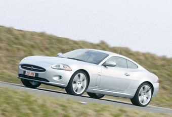 JAGUAR XK 4.2 V8 COUPE : Bond voor beginners #1