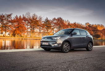 SSANGYONG TIVOLI - Toppers #1