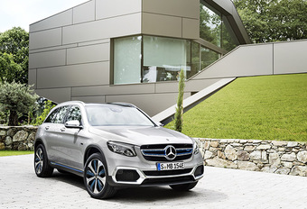 MERCEDES GLC F-CELL: Stroomcentrale #1