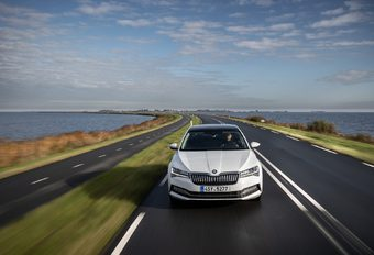 Škoda Superb iV : la Superb s'offre une prise  #1