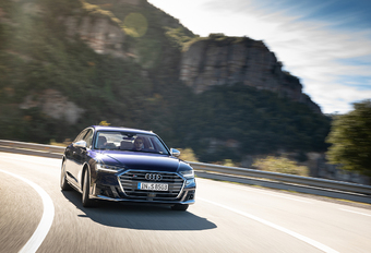Audi S8 : Le grand écart #1