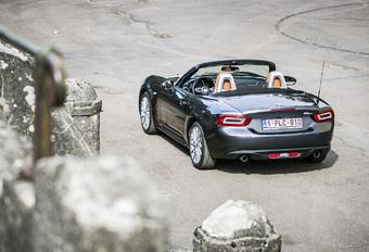 Bijna een jaar na het origineel zag de Italiaanse halfbroer het licht. De 124 Spider is immers niet meer of niet minder dan een Mazda MX-5 in een Italiaans kleedje en met een Fiat-hart. Zoek de verschillen…