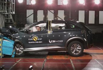 Waterstof associëren we nog altijd met allesverwoestende atoombommen. Hoe veilig kan een auto op waterstof dan zijn? EuroNCAP doet de test met de Hyundai Nexo FCEV (Fuel Cell Electric Vehicle).