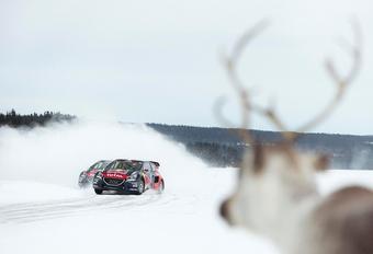 Frank Deboosere heeft het over 1 tot 5 centimeter sneeuw vandaag. Dat vraagt om een beetje voorbereiding voor wie vandaag toch de weg op moet. Sébastien Loeb toont hoe het moet.