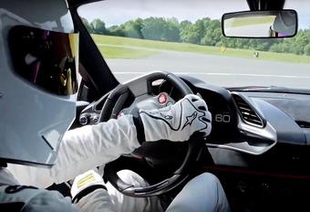 De Porsche 911 GT2 RS is snel. De Ferrari 488 Pista is nog sneller. Toch op de Top Gear Test Track en in de handen van The Stig. Bekijk de video!