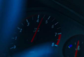 Een video. Een rode BMW 3 Reeks. Een E30 Pick-up. En een kerstdeuntje. Dat kan niet stuk.
